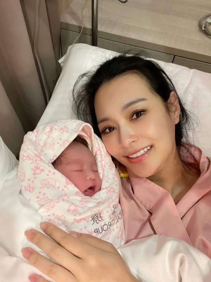 王思佳日前才剛生下愛女小王美。圖/摘自臉書