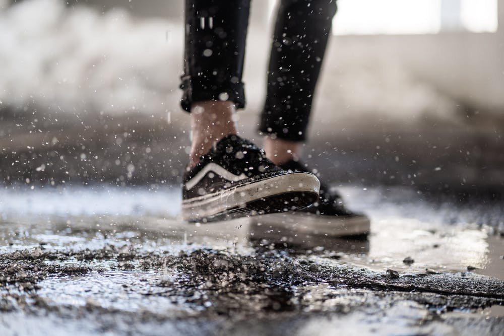 下大雨最惱人的就是鞋子被浸溼了,不但腳悶在裡面很不舒服、對鞋子本身也是一大傷害。...
