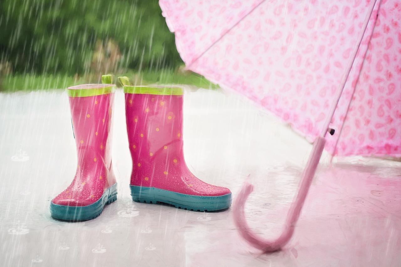 怎麼樣的天氣就穿怎麼樣的鞋,因此在梅雨季、雷雨季來襲的季節,外出還是直接穿雨鞋最...