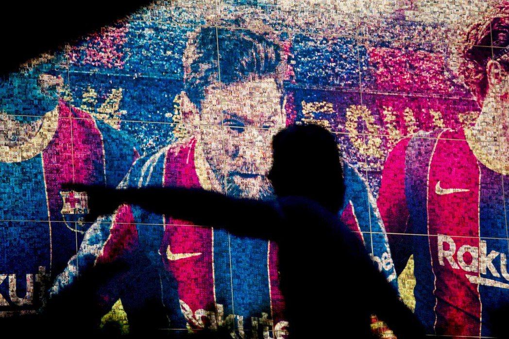 8月5日,國際足壇與世界體育圈突然被一則新聞震撼彈給嚇醒:現年33歲的阿根廷球王...
