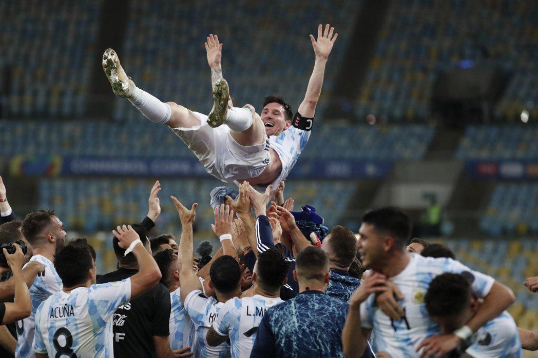 6月份幫阿根廷拿下美洲國家盃冠軍的梅西。 圖/美聯社