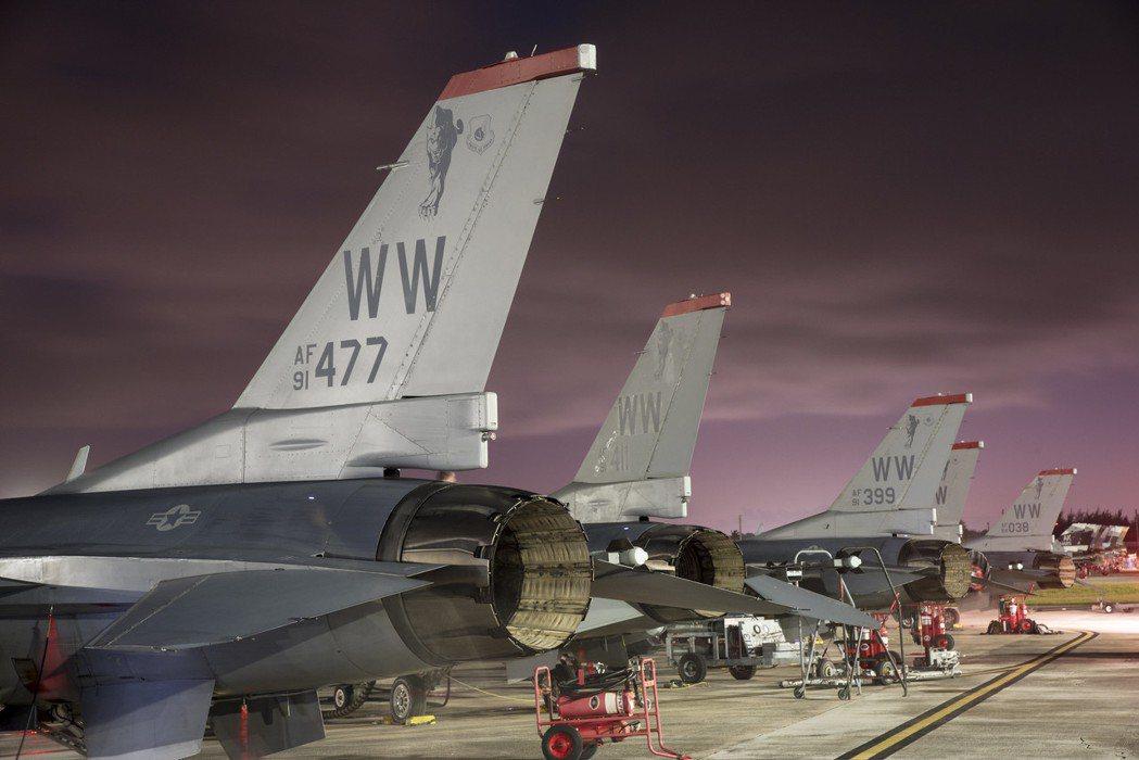 F-16戰隼停駐於美國關島安德森空軍基地(Andersen Air Force Base, Guam)。 圖/取自U.S. Air Force
