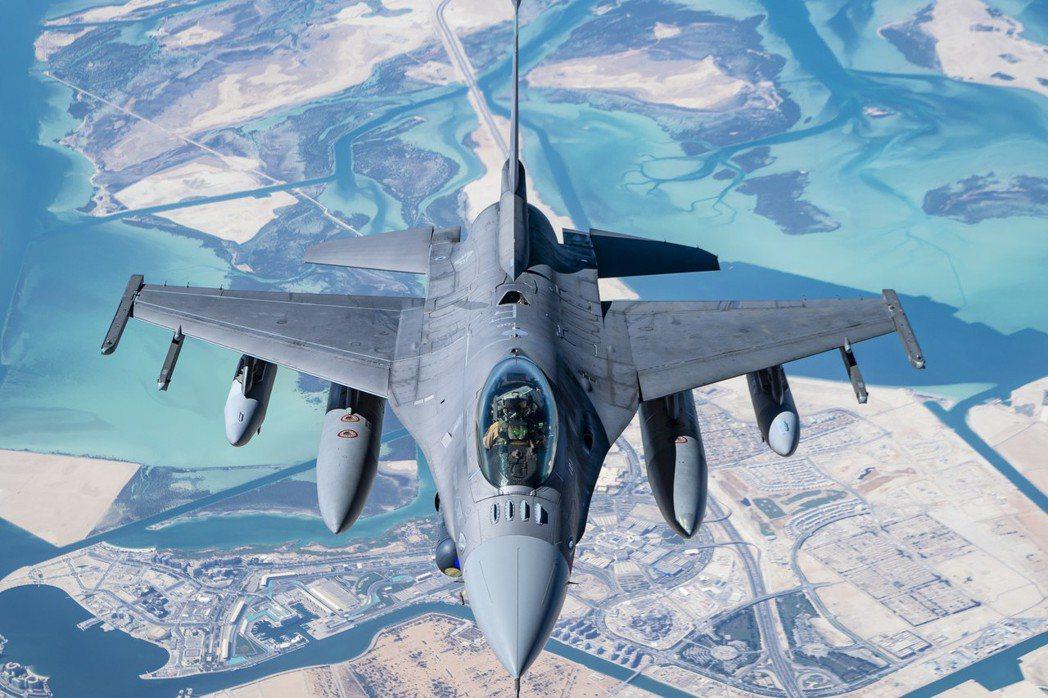 圖為F-16戰隼飛行照。 圖/取自U.S. Air Force