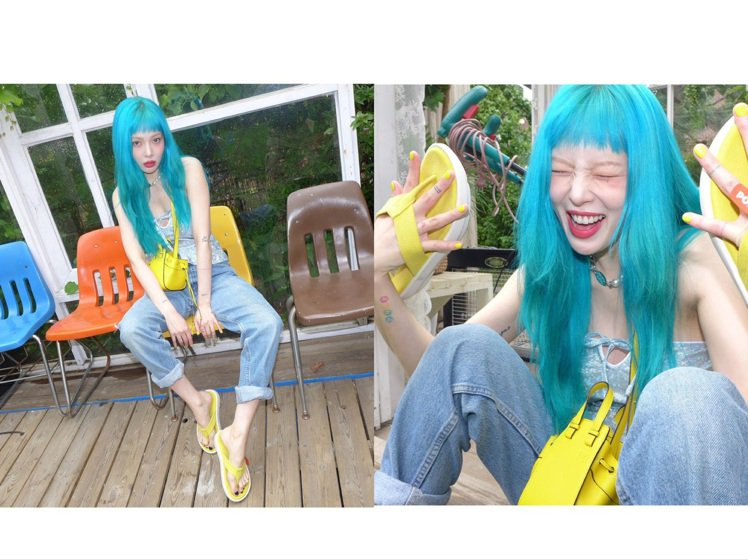 泫雅穿著Saks Potts上衣、韓國品牌PORR拖鞋,搭襯LOEWE的Mini...