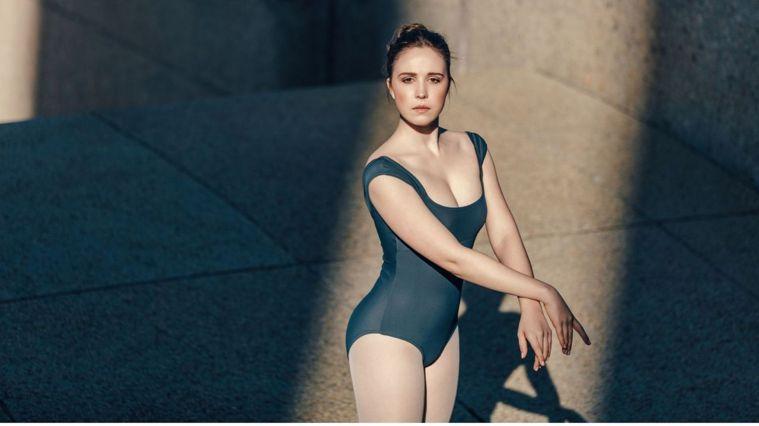 芭蕾體雕是以芭蕾基礎為延伸的動作,15分鐘練出漂亮的腿部線條,即使是初學者也能輕...