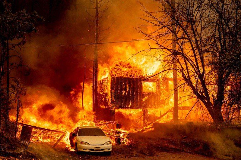 美國加州史上規模最大的野火今天吞噬內華達山脈小村莊格林維爾(Greenville)數小時後,這座歷史淘金小鎮的主幹道淪為一片悶燒的廢墟。 法新社
