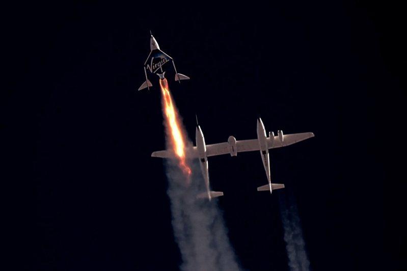 英國億萬富豪布蘭森的「維珍銀河」5日宣布將重新開放太空飛機的機票銷售,一個席位起價45萬美元(折合近1250萬台幣)。路透