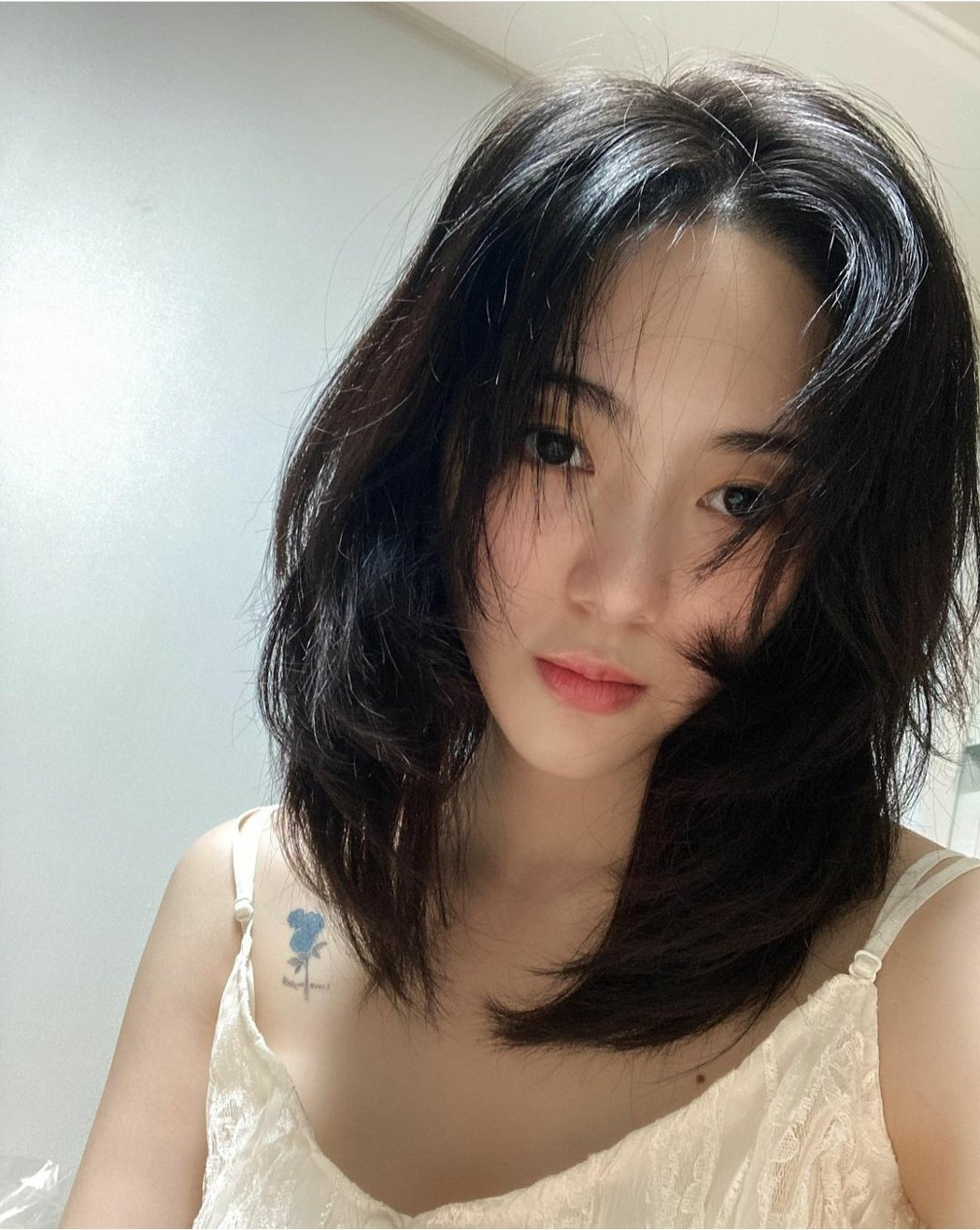 珉娥自拍向粉絲報平安。圖/摘自IG