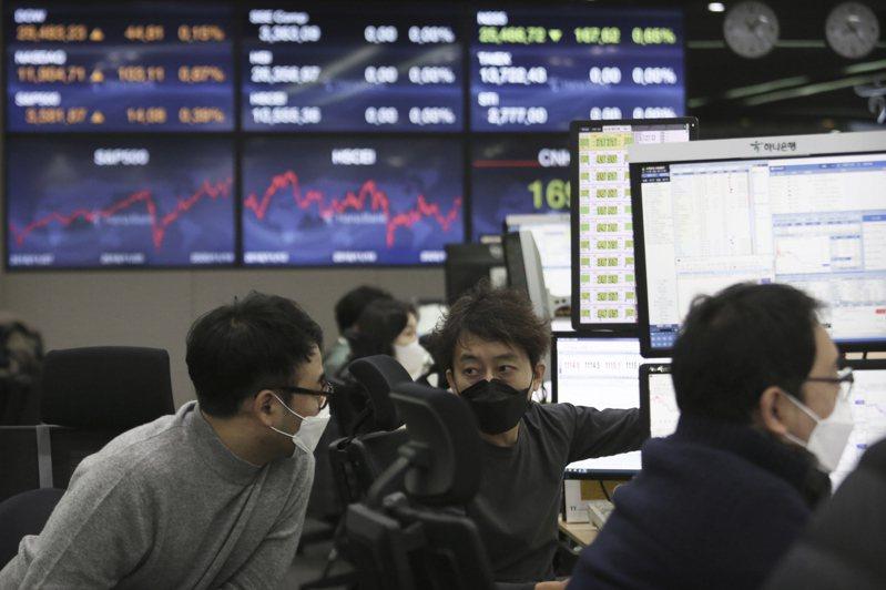 南韓人覺得是企業財閥造成貧富差距擴大、社會流動性降低、年輕人失業率高等問題。美聯社