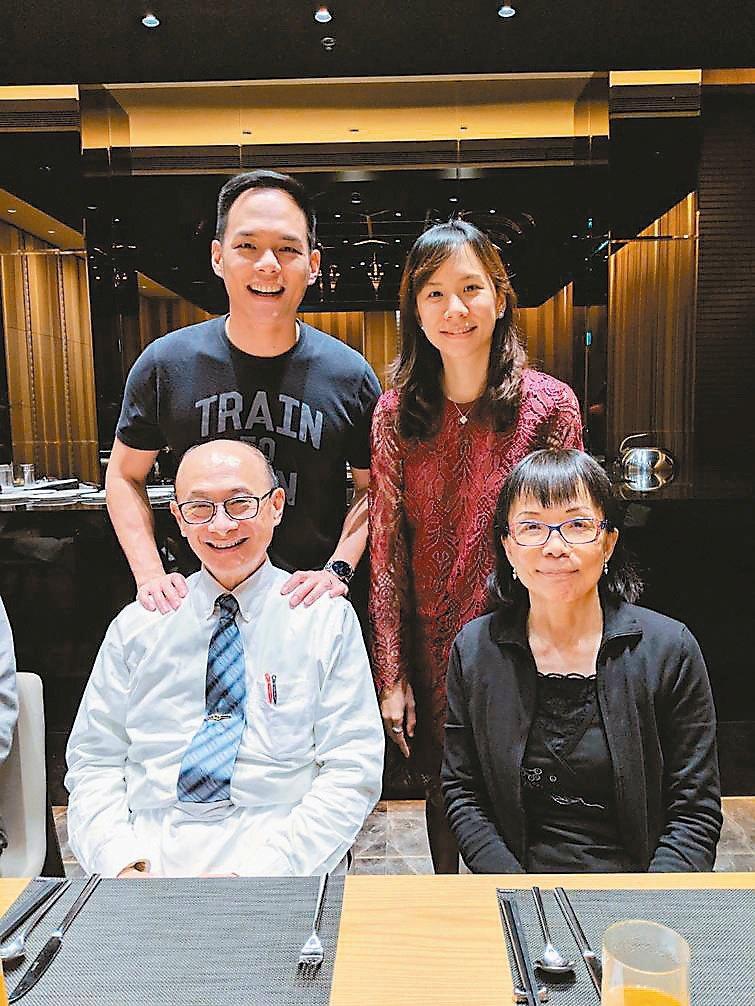 林芳郁(前排左起)一家人感情好,與妻子林靜芸、兒子林之晨(後排左起)、女兒林之昀...