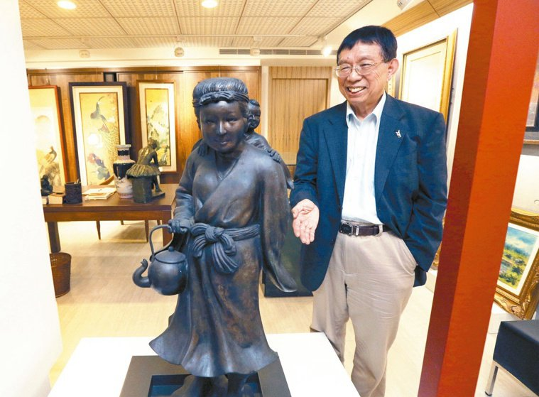 蘇益仁愛好藝術,家中收藏許多台灣早期藝術家作品,像是私人美術。 記者劉學聖/攝...