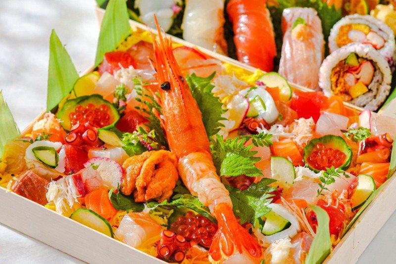 疫情讓不少業者將外用餐點做到新高度,客人收到餐盒時,還能有身處餐廳般的「儀式感」。圖/台北晶華酒店提供