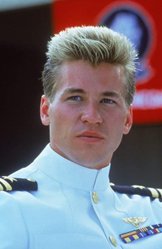 方基墨年輕時扮演飛官的模樣,帥氣有型。圖/摘自imdb
