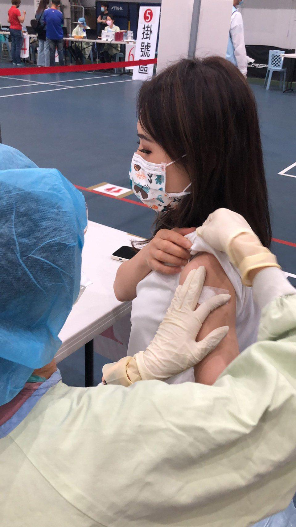 吳申梅昨接種AZ疫苗,副作用可說「提前部署」。圖/音圓唱片提供