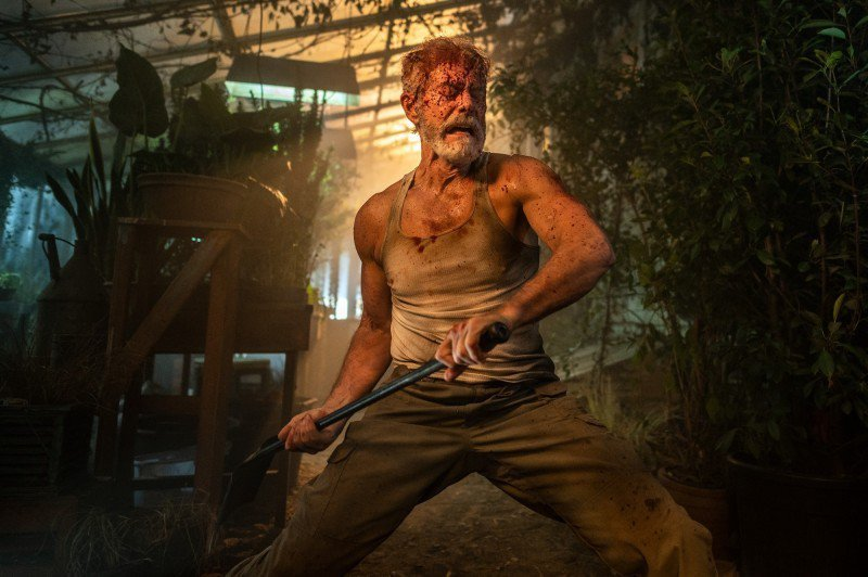 史蒂芬朗於「暫時停止呼吸2」再度化身地表最狂盲人。圖/索尼影業提供