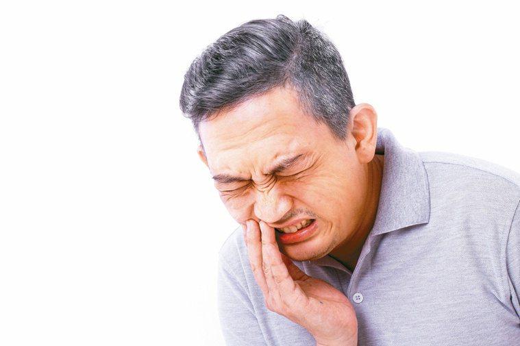 牙周病與蛀牙等口腔問題,都會影響身心健康。圖/123RF