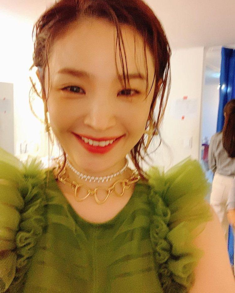 田美都的盛裝打扮也很迷人。圖/取自IG