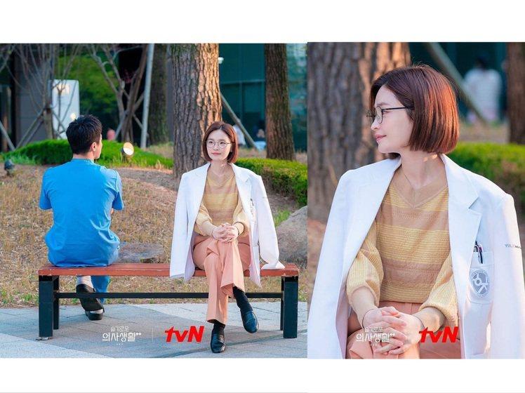 田美都身穿色彩柔和的LANVIN上衣。圖/取自tvN IG