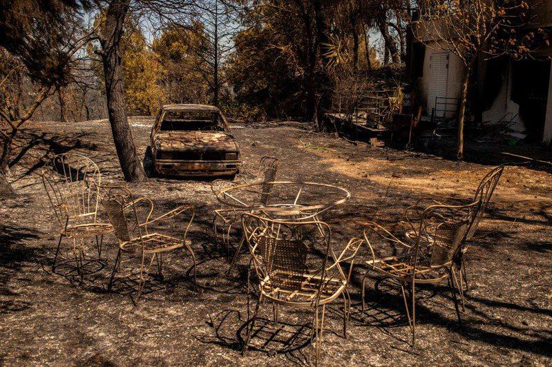 希臘從7月30日開始處於熱浪,氣溫高達攝氏42度到44度之間,8月1日起多處陸續出現野火,奧運發源地奧林匹亞(Olympia)也遭威脅。 法新社