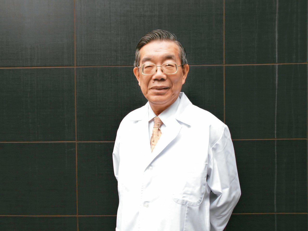 台北仁濟院院長李龍騰行醫40年,遺憾無數小病不醫釀成大病案例。圖/三民書局提供