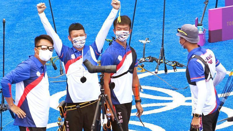 台灣選手在本屆東京奧運表現出色,造成相關話題極為熱烈,圖為男子射箭隊在團體賽中奪