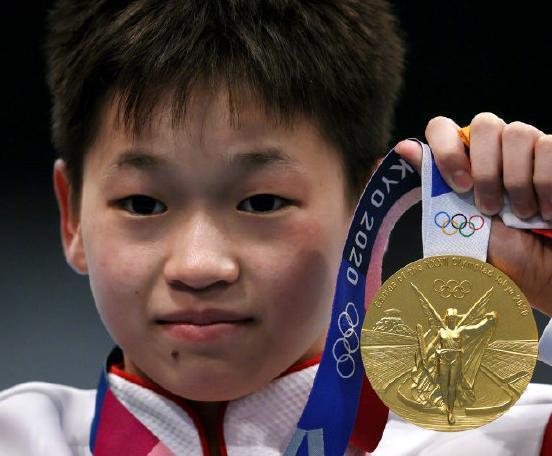 全紅嬋在東奧女子跳水10公尺跳台項目決賽中跳出3次滿分奪金,窮困的家庭背景成為另一個受矚目的焦點。新華社