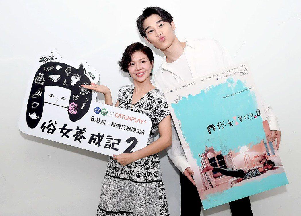 于子育(左)和宋緯恩為「俗女2」宣傳。圖/華視提供