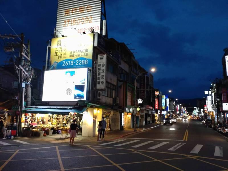 士林夜市曾號稱台北最熱鬧的夜市,但當年人潮洶湧、水洩不通的情況已不復見,記者何醒邦/攝影