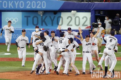 現場直擊/日本2:0完封美國 奪隊史首面奧運棒球金牌