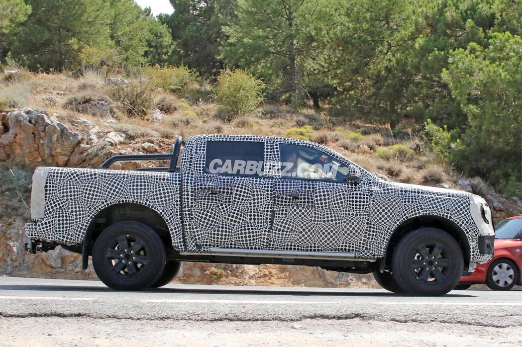 全新Ranger後斗多了固定桿。 摘自CarBuzz.com
