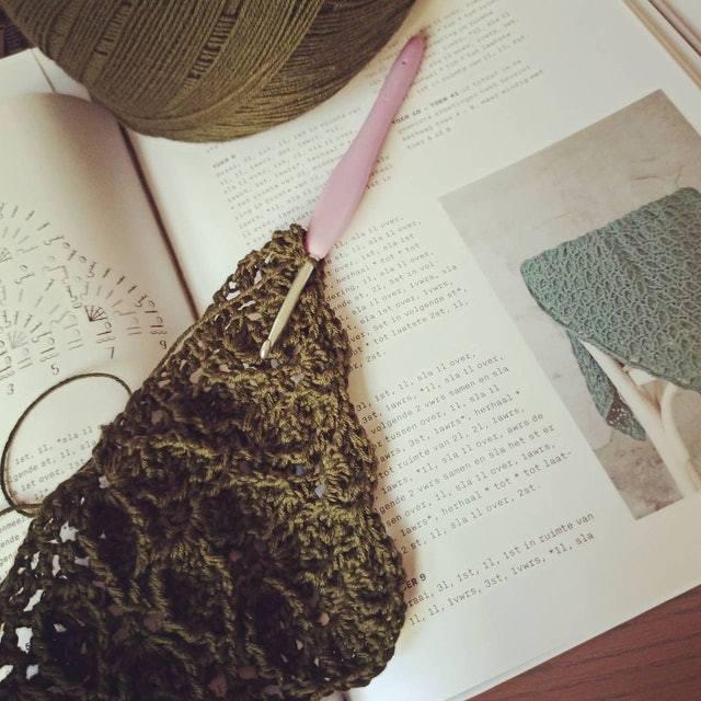 歌莉臣也喜歡針織。圖/取自Instagram@knitreadrunrepeat