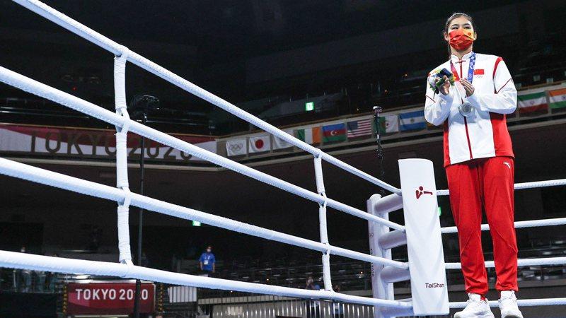 今天女子拳擊75公斤中國選手李倩獲得銀牌,最後金牌希望落空。 新華社