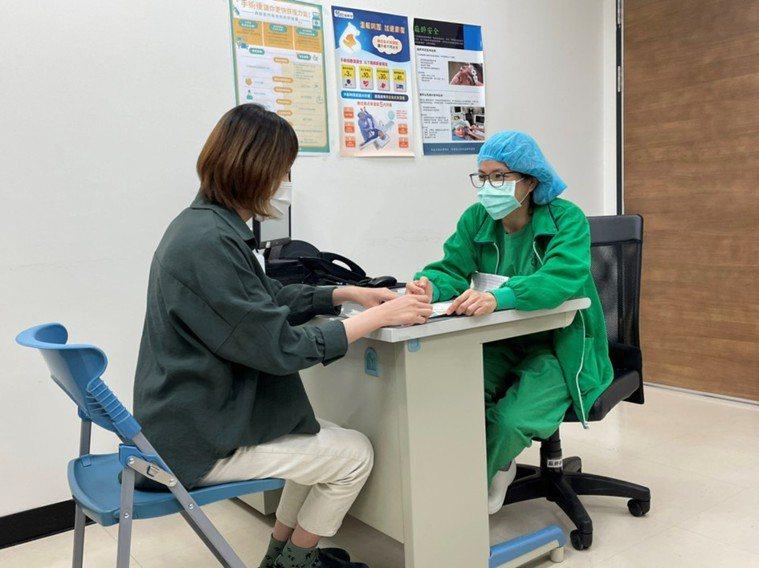 病人可與醫師討論了解是否屬於術後噁心、嘔吐的高風險族群,醫師可採取預防措施,降低...