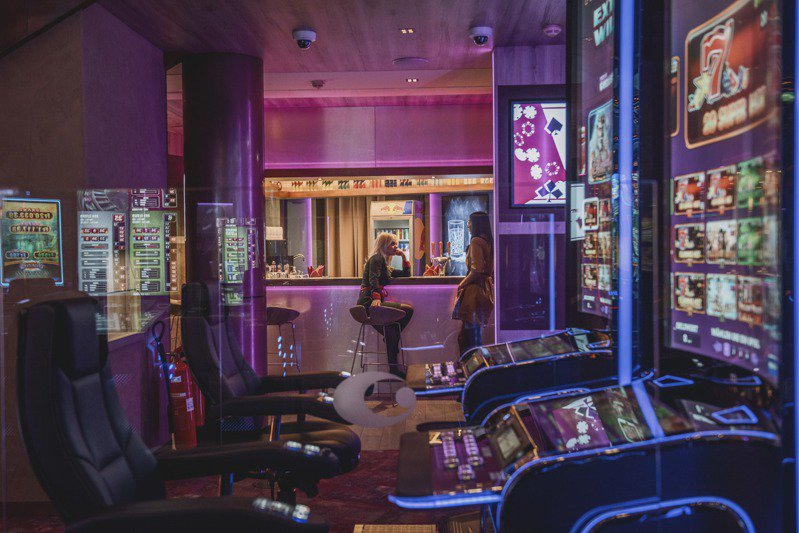 列支敦斯登的賭場不像美國拉斯維加斯傳統賭場那麼張揚,沒有煙火秀,也非不夜城。圖為該國鄰近奧地利邊境的沙恩瓦爾德賭場。圖/取自紐約時報