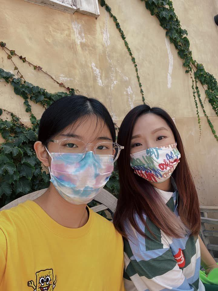 陶晶瑩(右)一家陪女兒荳荳赴美。圖/摘自臉書