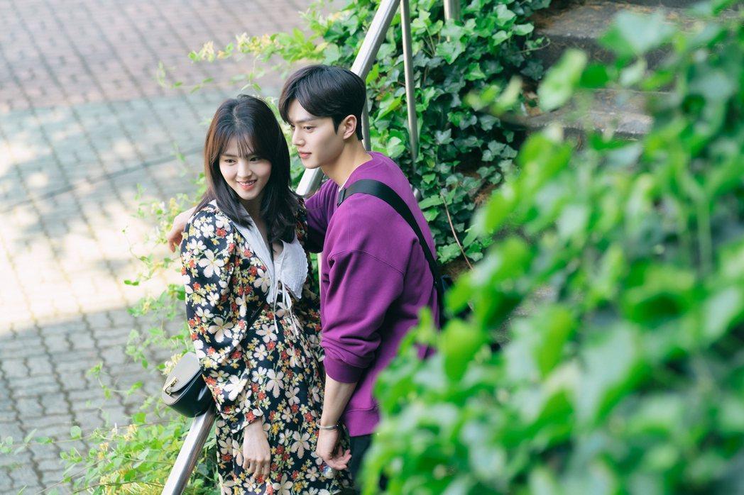 宋江和韓素希曖昧關係還沒理清。圖/Netflix提供