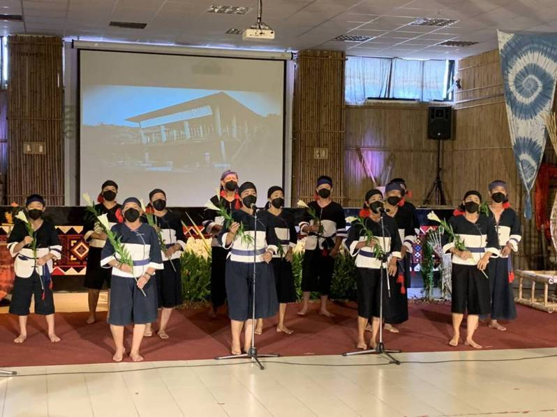八八風災滿12年,今天下午舉行「明日躍起 莫拉克12」線上活動,二村的大滿舞團獻唱。圖/日光小林社區發展協會提供