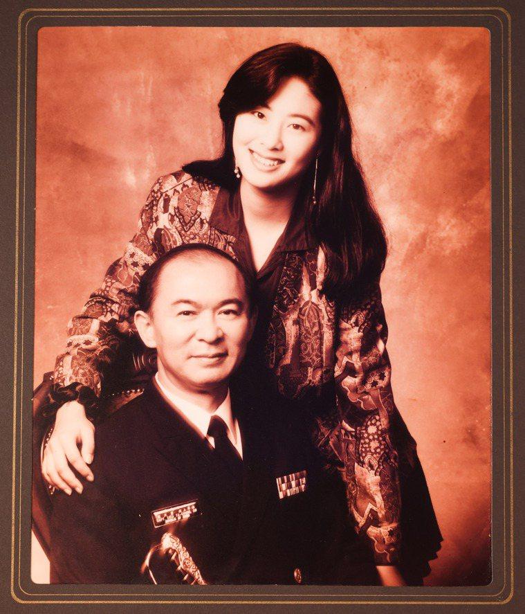賈永婕(右)和父親感情深厚,至今仍經常夢到他。翻攝/李政龍
