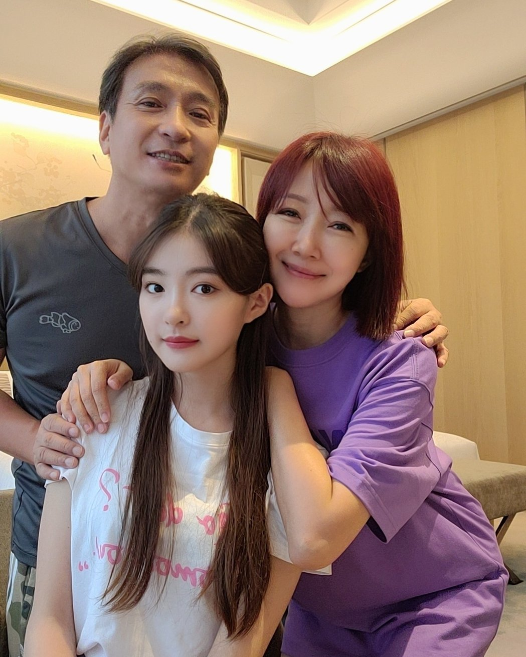 余皓然、王中平與女兒韓菲。圖/擷自IG