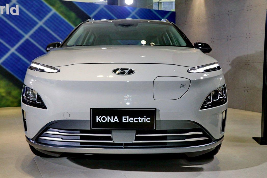 電動車獨特外觀處在一體成形水箱護罩造型,流線的圓潤車頭兼具美學與實用性。 記者陳...