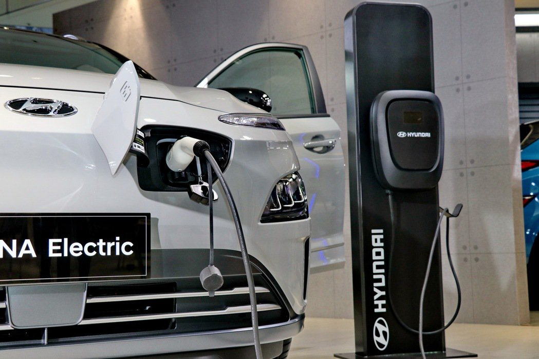HYUNDAI汽車首發高CP值、120萬以下親民車價的全新KONA Electr...