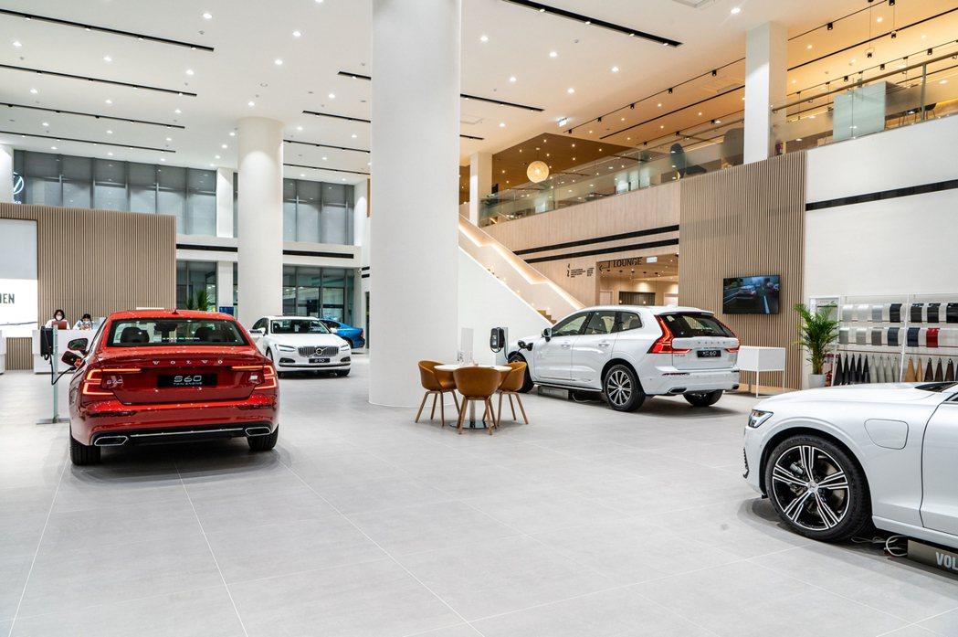 VOLVO 揚昇汽車新竹展示暨服務中心總佔地面積達840坪,一樓設有新車展示、洽...