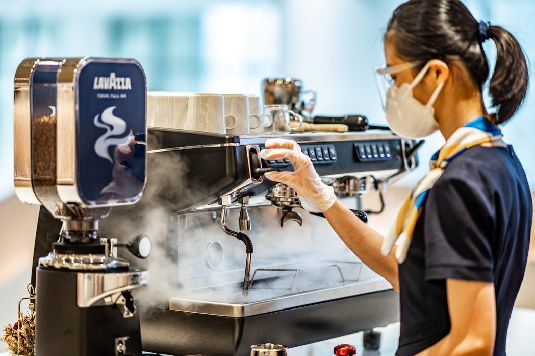 北歐 FIKA 開放式吧檯供應全球第三大咖啡烘焙商 LAVAZZA 之咖啡豆,T...