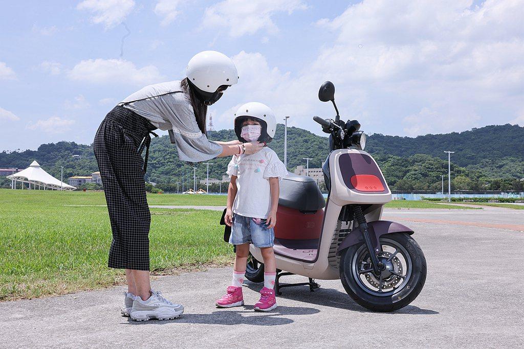 Joanna媽覺得倒車檔很重要,能在擁擠車位中移出且不費力;加上iQ Syste...