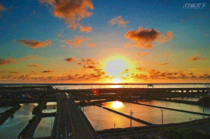 穿越台南西部濱海區域的台61線西濱快速道路,能欣賞到最親近南台灣濱海風光。