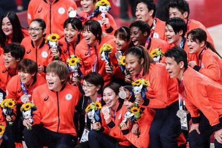 女籃/首度奪銀 日本躍居奧運強權