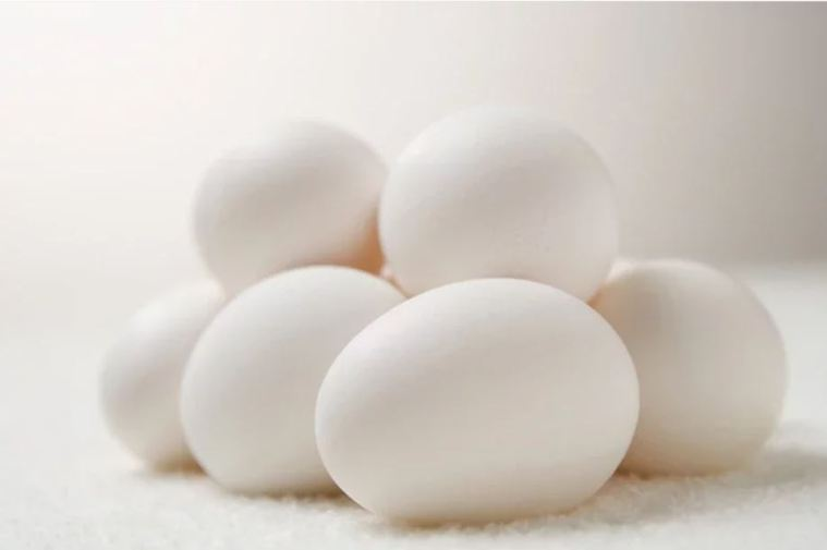 董氏基金會今天發布,國人採購蛋品行為網路調查,發現有42%的人烹煮雞蛋前,沒有清...