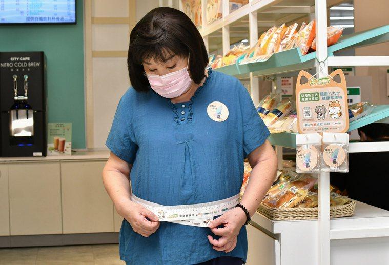 台灣45歲以上民眾,高達一半人口有腰圍過大、過重及肥胖問題,疫苗效果恐打折。圖/...