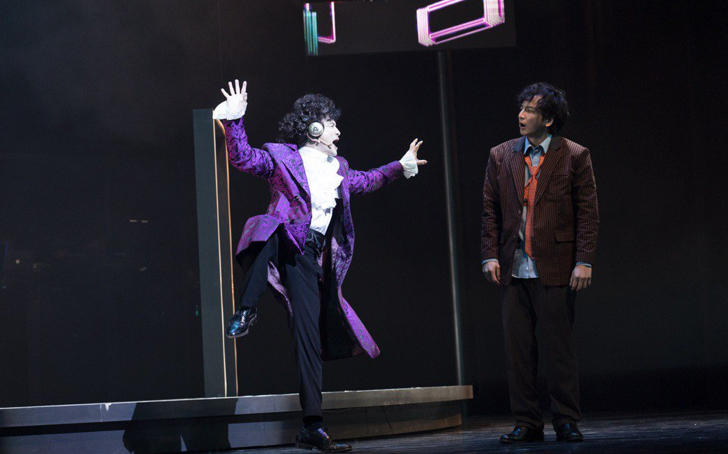 唐從聖劇中唱跳雜耍精彩齊發。圖/果陀劇場提供