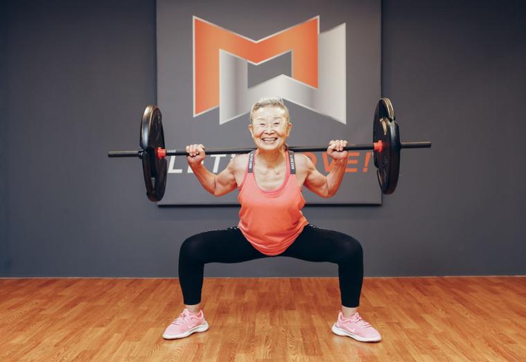 日本有位已經90歲的瀧島未香奶奶,從65歲開始運動,不只成功瘦下15公斤,更就此...